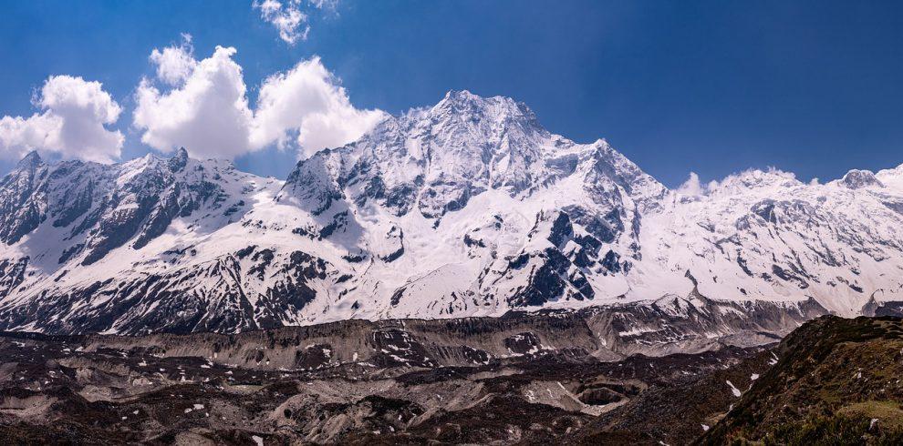 trekking-in-nepal-4377091_1920